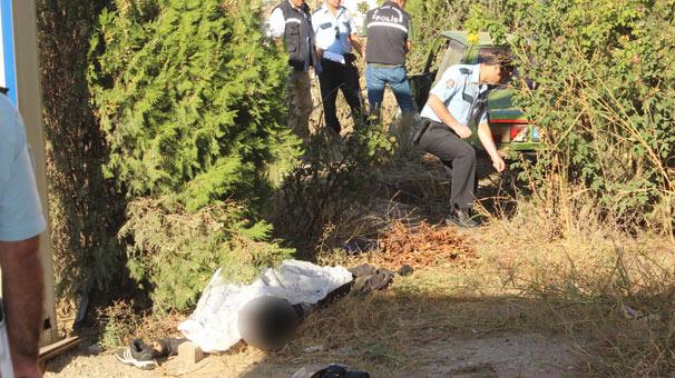 Antalya'da iş yerini açarken hurdaya dönmüş aracı ve cesedi buldu