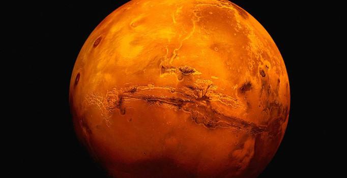 Bilim insanları Mars yüzeyinde buzul tabakalar buldu