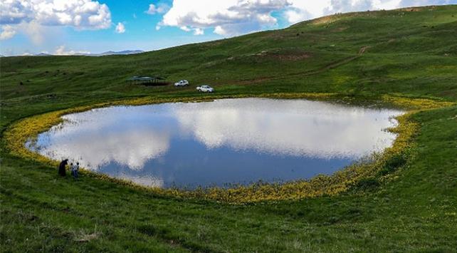 Dipsiz Göl, doğaseverlerin gözdesi