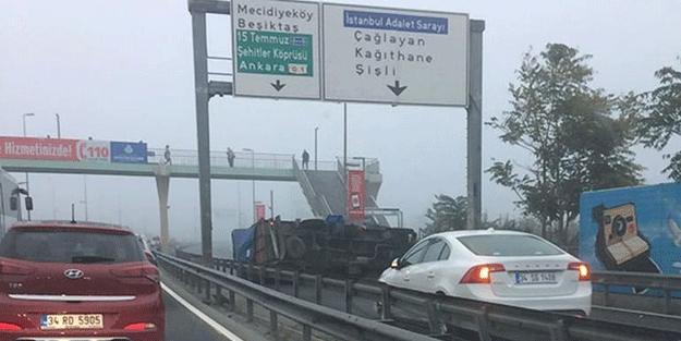 İstanbul'da yoğun sis kazaları beraberinde getirdi… Trafik kilitlendi