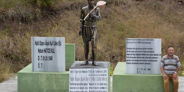 Kendisi ve eşi için ölmeden anıt mezar yaptırdı!