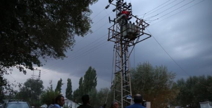Muş'ta elektrik trafosu patladı