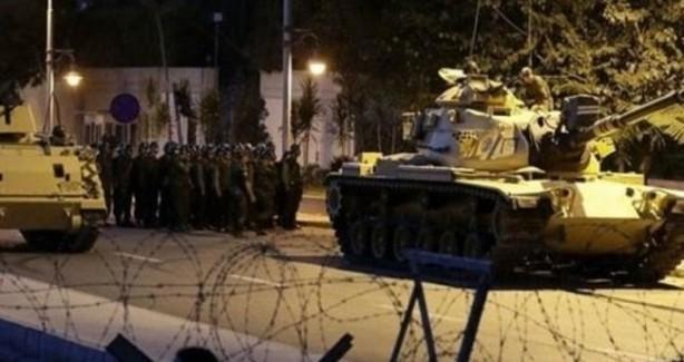 Foto - Dönemin Kahramanmaraş Garnizon Komutanı darbeci Albay Uzay Şahin, Kahramanmaraş'ta bulunan stratejik binaların abluka altına alınması emrini vermişti.