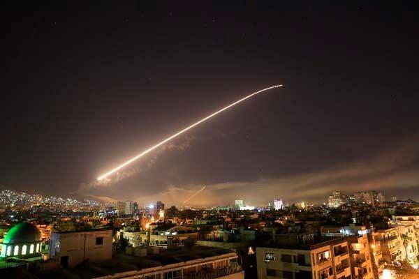 ABD, Suriye'yi vurdu! İşte bombardıman sonrası Suriye