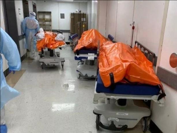 Foto - Brooklyn Hastanesi'nde de ölümlerin daha da artması nedeniyle konteyner morg kuruldu.