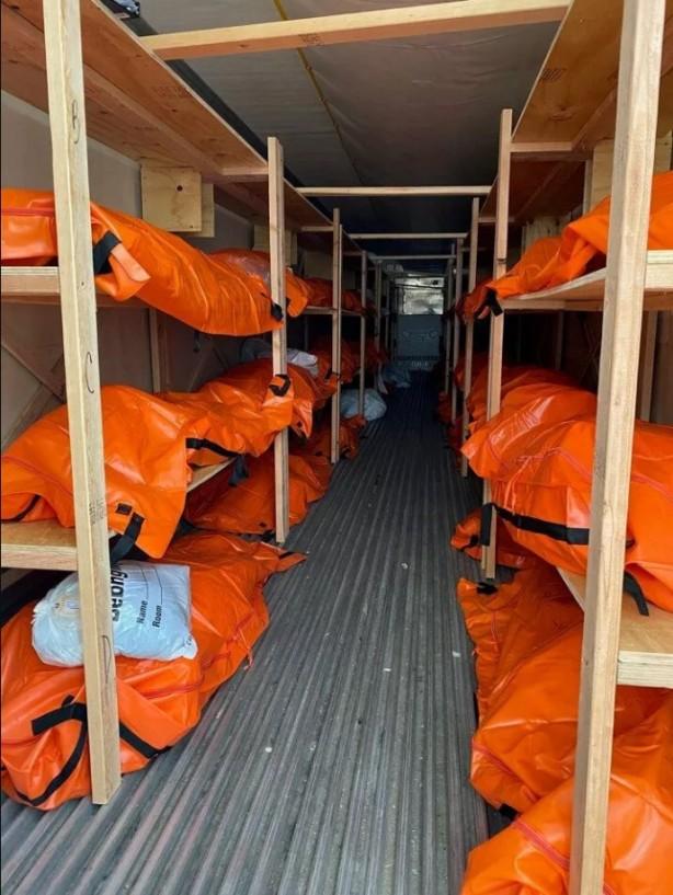 Foto - New York şehrinde, morg kapasitesinin ek çadır ve mobil morglarla yaklaşık 4 kat artırıldığı bildirilmişti.