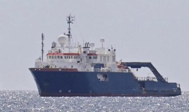 Foto - Sakin geçen yaz mevsiminin ardından Doğu Akdeniz'de bir kez daha sular ısındı, bir Türk savaş gemisinin Yunanistan'a ait araştırma gemisinin önünü kestiği bildiriliyor.
