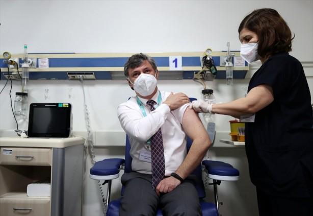 Foto - AŞI YAPTIRMAK ZORUNLU MU OLACAK? Türkiye'de çocukluk aşıları dâhil, aşı uygulaması zorunlu değildir. Bununla birlikte aşı, hastalıklardan korunmak için en etkili yöntemlerden biridir. Aşı sayesinde yeryüzünden silinmiş pek çok hastalık mevcuttur. Bu nedenle T.C. Sağlık Bakanlığı tarafından aşıyla ilgili toplumu bilinçlendirme çalışmaları yürütülmektedir. Aşı olmak, kişinin topluma karşı sorumluluğudur.