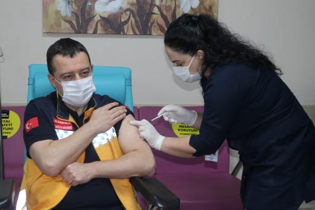 Foto - Ayrıca faz çalışmaları sırasında aşıyla ilişkili olduğu düşünülen ve insan sağlığını belirgin ölçüde olumsuz etkileyen bir durum saptandığında çalışmalar durdurulmaktadır.