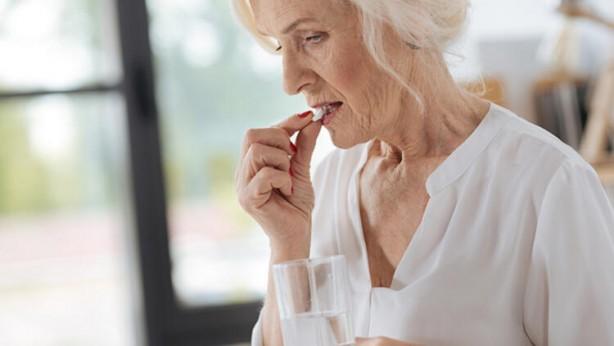 Foto - Doktor kontrolü olmaksızın aspirin kullanırsa özellikle yaşlı hastalarda kanamalara neden olup istenmeyen sonuçlar doğuracaktır. Ölüme kadar götürebilir.