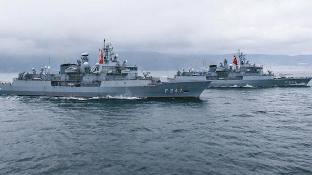Foto - Hazar Denizi'nin güçlü donanmalarından birine sahip olan kardeş ülke Azerbaycan, Türkiye'nin öncülüğünde icra edilen Akdeniz Kalkanı Harekâtı'na katılmaya hazırlanıyor. Türkiye'nin denizlerde düzenlediği tatbikatlara her dönem yüksek katılım sergileyen Azerbaycan donanması, Akdeniz'de ticaret ve enerji güvenliğinin sağlanmasında Türkiye'yle iş birliği yapacak. İki ülke deniz kuvvetleri arasında konuya ilişkin çalışmaların nihai aşamaya getirildiği öğrenildi.