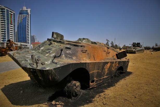 Azerbaycan Karabağ'da ele geçirdiği Ermenistan silahlarını müzede sergiliyor