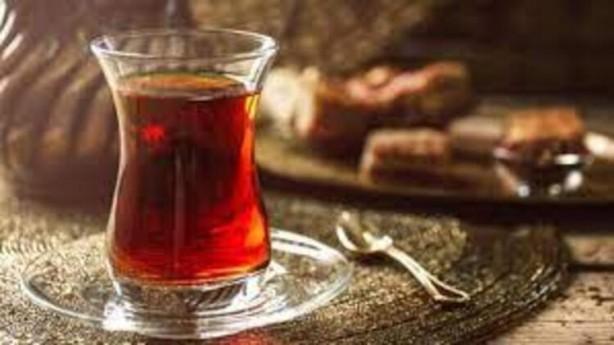 Foto - 9-Yeterli miktarda kafein Her gün bir ila iki fincan kahve veya çay, özellikle kafein eksikliğinden kaynaklanan bir baş ağrısıysa baş ağrısını hafifletebilir. Kafein, kan damarlarını daraltarak ağrıyı kesme özelliğine sahiptir.