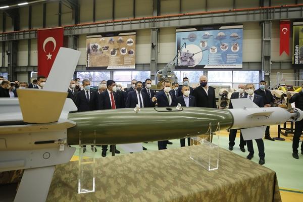 Foto - Burada Arnavutluk Başbakanı Rama ile ortak açıklama yapan Oktay, Türkiye'nin savunma sanayi alanındaki kapasitesini yerinde görmek ve Arnavutluk'un ihtiyaçlarını tespit etmek için ASELSAN'a ziyarette bulunduklarını belirtti.