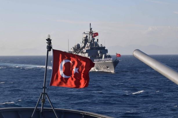 """Foto - Bloomberg ise """"Türk donanması hepinizi ezer geçer..."""" dedi."""