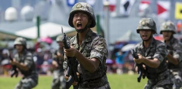 Foto - Yaşanan ekonomik gerilemeye rağmen Pekin, savunma harcamalarını yıllık yüzde 6,6'lık artışla 1.27 trilyon yuan (178 milyar dolar) olarak açıklamıştı.