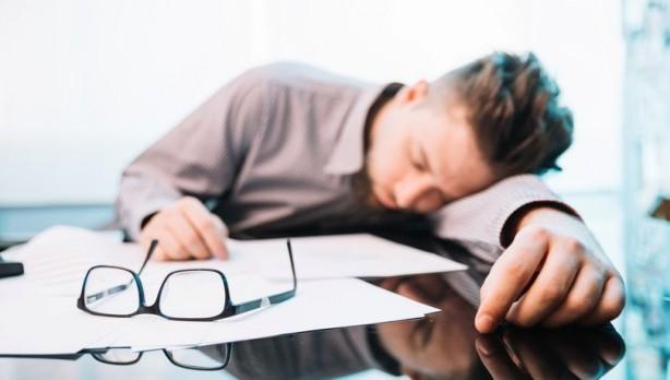 Foto - 6- YORGUNLUK Koronavirüs hastalığını atlatan kişilerin yüzde 53'ünün hastalığı atlattıktan 2 ay sonra bile yorgunluk hissettikleri belirtiliyor.