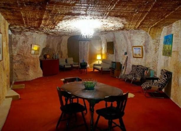 Foto - DAHA ÖNCE KİMLER YAŞAMIŞ: En parlak dönemi olan 1970 ve 80'lerde kasaba, neredeyse 1000'den fazla madenciye ev sahipliği yapmış. Bugün ise sadece 100 madenci Coober Pedy'de yaşıyor.