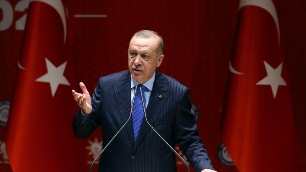 Foto - Cumhurbaşkanı Recep Tayyip Erdoğan başkanlığında yapılan AK Parti Merkez Yürütme Kurulu (MYK) toplantısında, normalleşme sonrası gündeme gelecek yasal düzenlemelere ilişkin hazırlıklar ele alındı. Bu kapsamda kısa süre önce çalışmalarına başlanan baro ve meslek odalarının seçim sistemine yönelik düzenlemeler ile CHP'nin İş Bankası hisselerine yönelik hazırlıklar konuları masadaydı.