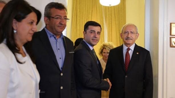 Foto - 'SİSTEM ÇOK PARTİYE YÖNELTTİ' - Cumhurbaşkanlığı sistemi ile iki partili bir sistemin öne çıkacağı düşünülmesine rağmen tam tersi sonuçların ortaya çıktığını kaydeden Adil Gür şu görüşleri savundu: