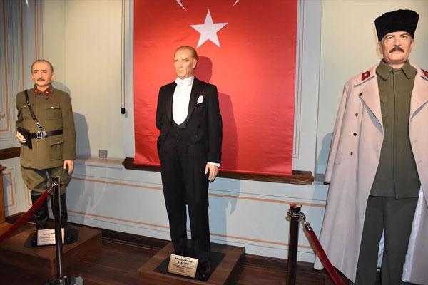 Foto - Açılışa katılan Çorlu Belediye Başkanı Ahmet Sarıkurt, müzenin çok ciddi bir çalışma sürecinden sonra açıldığını savundu.