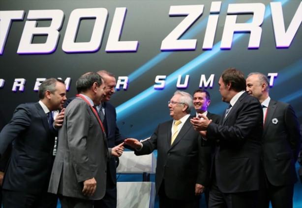 Haliç Kongre Merkezi'nde düzenlenen 2. Uluslararası Futbol Zirvesi'ne katılan Cumhurbaşkanı Recep Tayyip Erdoğan, barıştırıcı ve birleştirici özelliğini yine konuşturdu.