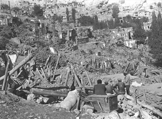 Foto - Ladik Depremi (1943) - 7.4 26 Kasım 1943 Samsun / Ladik merkezli meydana gelen 7.4 şiddetindeki depremde 4 bin kişi hayatını kaybetti.