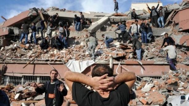 Foto - Bingöl Depremi (2003) - 6.4 1 Mayıs 2003'da Bingöl'de meydana gelen 6.4 şiddetindeki depremde 177 kişi hayatını kaybetti.