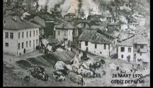 Foto - Gediz Depremi (1970) - 7.2 28 Mart 1970 Kütahya / Gediz merkezli meydana gelen 7.2 şiddetindeki depremde 1086 kişi yaşamını yitirdi.