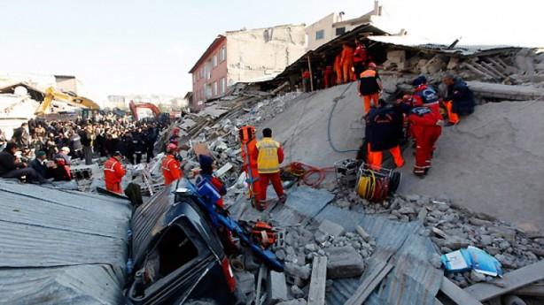 Foto - Tabanlı Köyü Depremi (2011) - 7.2 23 Ekim 2011 Van / Tabanlı merkezli meydana gelen 7.2 şiddetindeki depremde 601 kişi hayatını kaybetti.