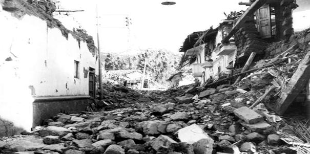 Foto - Bingöl Depremi (1971) - 6.9 22 Mayıs 1971'de Bingöl'de meydana gelen 6.9 şiddetindeki depremde kesin sayı olmamakla birlikte 1000'den fazla insan hayatını kaybetti.