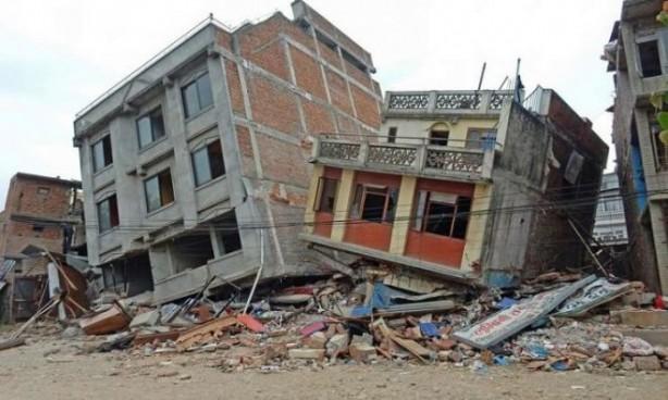 Foto - Düzce Depremi (1999) - 7.2 12 Kasım 1999'da Düzce'de meydana gelen 7.2 şiddetindeki depremde 894 kişi hayatını kaybetti.