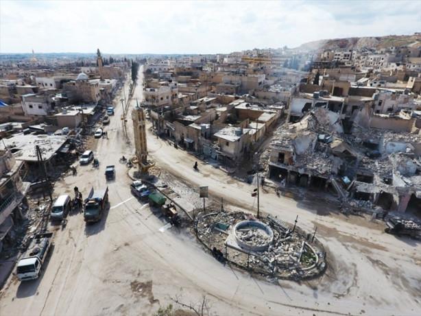 Anadolu Ajansı, Fırat Kalkanı Harekatı kapsamında Türk Silahlı Kuvvetleri destekli Özgür Suriye Ordusu'nun terör örgütü DAEŞ'ten kurtardığı Halep'in kuzeydoğusundaki Bab ilçesini havadan fotoğrafladı.