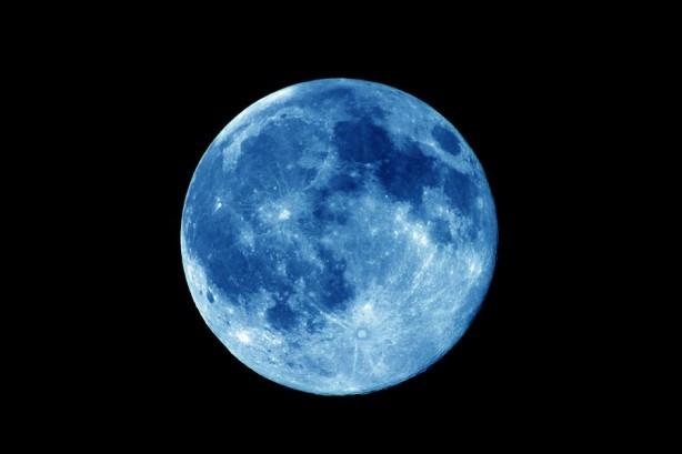 """Foto - İşte böyle olduğunda gerçekleşen 13. dolunay """"Mavi Ay"""" adını alır."""