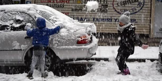 Foto - Kar yağışı 30 Ocak Cumartesi'den itibaren yurdun Kuzey ve Doğu bölgelerine kaydığı görülüyor. Diğer bölgelerde ise sağanak yağış hakim olacak.