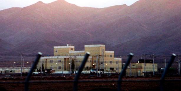 Foto - İran'ın en yüksek zirvesi Demavend Dağı manzarasına sahip İranlı zenginlerin tatil villalarıyla dolu Abserd'de duyulan patlama ve silah sesleri, Tahran'da şok etkisi yarattı. 63 yaşındaki Fahrizade ve korumaları saldırıdan sonra hastaneye kaldırıldı, devlet televizyonu haberi