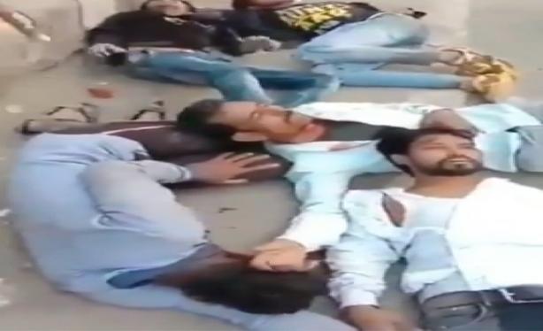 Dünya Hindistan'daki katliama kör