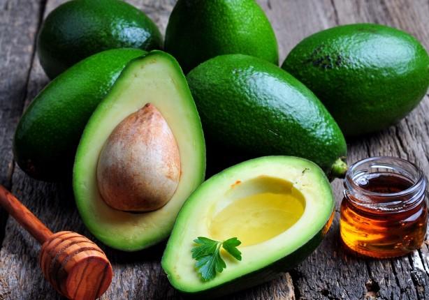 Foto - AVOKADO Doymamış yağ asidi bakımından zengin olan avokado oldukça sağlıklı bir besindir. Kilo verme sürecini kolaylaştıran avakoda aynı zamanda vücudun ihtiyacı olan enerjiyi de sağlar.
