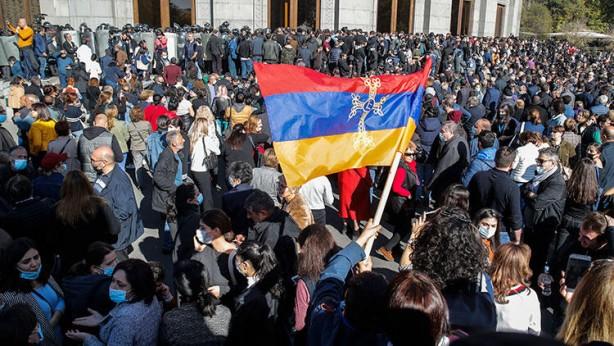 Foto - PARLAMENTO TOPLANAMADI Genelde dünyanın dört bir yanına yayılmış Ermeni diyasporasının Ermenistan'daki kolu olan Taşnak Partisi, Özgürlük Meydanı'ndaki protesto gösterilerinde başı çekiyor.