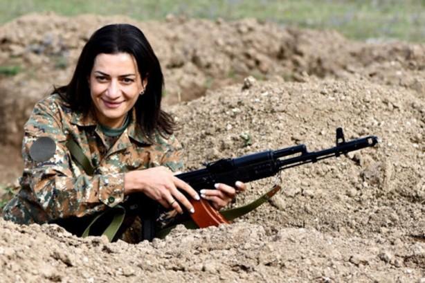 Foto - Anna Akopyan'ın salı gününden itibaren oğluyla birlikte Paşinyan'ın yanında olduğu tahmin ediliyor. Gizlendikleri yer olarak ise Ermenistan Savunma Bakanlığı binasına işaret edildi.