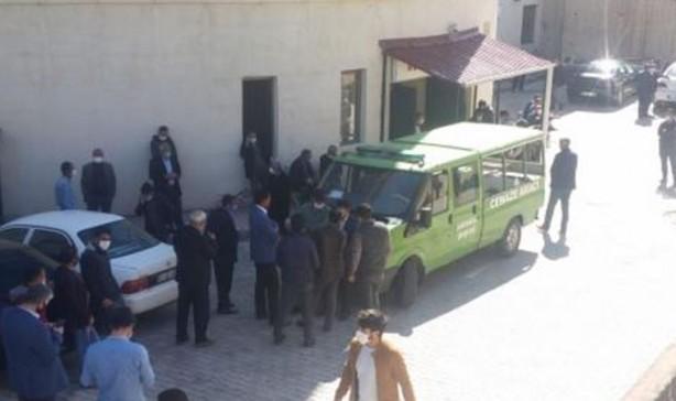 Foto - Van'ın Özalp ilçesinde 14 Mayıs'ta, karantinaya alınan mahalleye yardım götüren Vefa Sosyal Destek Grubu görevlilerini taşıyan araca yönelik uzun namlulu silahlarla düzenlenen saldırıda biri belediye işçisi 2 kişi hayatını kaybetti.