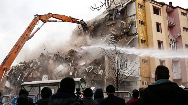 Foto - Elazığ'ın Sivrice ilçesinde 24 Ocak'ta 6,8 büyüklüğünde deprem meydana geldi, Elazığ ve Malatya'da 41 kişi hayatını kaybetti.