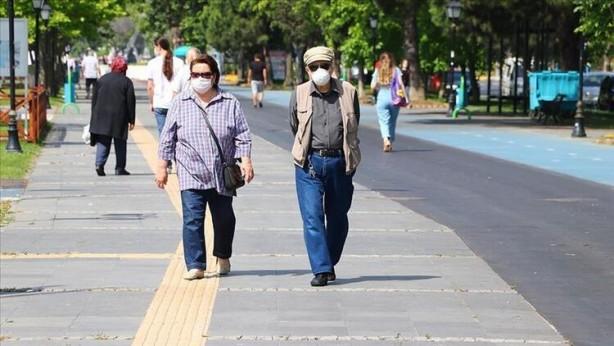Foto - Ekonomik istikrar paketi 18 Mart'ta açıklandı, 21 Mart'ta berber, kuaför ve güzellik merkezlerinin faaliyetlerine ara verildi, 22 Mart'ta 65 yaş üstü ve kronik rahatsızlığı bulunanların sokağa çıkmaları kısıtlandı.