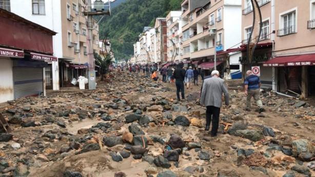 Foto - Giresun'da 22 Ağustos'ta etkili olan şiddetli yağış Dereli, Doğankent ve Yağlıdere ilçeleri başta olmak üzere birçok yerleşim bölgesinde sele neden oldu. Arama kurtarma ekiplerinin günler süren çalışmaları sonucu askerlerin de aralarında bulunduğu 11 kişinin cansız bedenine ulaşıldı, çok sayıda ev ve iş yeri hasar gördü.