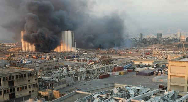 Foto - Beyrut Limanı'nda patlayıcı maddelerin bulunduğu bir depoda 4 Ağustos'ta meydana gelen patlamanın ardından Lübnan'a ziyarette bulunan Cumhurbaşkanı Yardımcısı Fuat Oktay, Beyrut Limanı tekrar ayağa kaldırılıncaya kadar Mersin Limanı'nın Lübnan'ın hizmetinde olacağını bildirdi.
