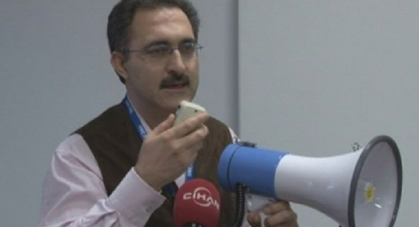 Foto - Türk nufüs cüzdanı taşıyan Bozkurt, İstanbul'un fethinin 567. Yıldönümü sebebiyle Ayasofya'da Fetih Suresi okunması sebebiyle yine Türkiye düşmanlığına soyundu.