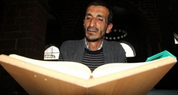 Foto - Diyarbakır'ın Sur ilçesinde bulunan tarihi Ulu Cami'ye gelen ziyaretçilere caminin tarihini ve İslam'ı gönüllü olarak anlatan 'Filozof Ramazan' lakaplı Ramazan Pişkin, hakkındaki şikâyet nedeniyle 2016 yılında gözaltına alınmıştı. Diyarbakır 13'üncü Asliye Ceza Mahkemesi'nde görülen davası, psikiyatri hastanesinde tedavi edilmesi şartıyla sonuçlanan Pişkin, Elazığ'daki Fethi Sekin Şehir Hastanesi Psikiyatri Bölümü'ne yatırılmıştı. Hastane bugün Ramazan Pişkin hakkında hazırladığı raporu mahkemeye gönderdi.