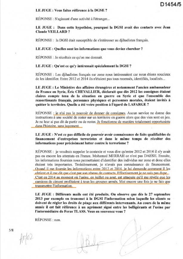 """Foto - Lafarge Güvenlik Müdürü Veillard ile Fransız İçişleri Bakanlığı istihbaratı arasındaki e-posta trafiğinde 1 Eylül 2014'te yapılan yazışmalarda DEAŞ'a çimento gönderilmesi işinin ayrıntıları ele alındı. Fransız istihbaratının kullandığı, """"DEAŞ'a giden çimentoyla ilgili daha fazla detay verebilir misiniz?"""" şeklindeki ifadesinden, Lafarge'ın söz konusu dönemde terör örgütüyle ilişkisinden Fransız devletinin haberdar olduğu açık şekilde görülüyor. AA'nın ulaştığı belgelerde, Lafarge ile Fransız iç, dış ve askeri istihbarat servisleri arasında yalnızca 2013 ve 2014 yılları arasında yapılan görüşmelerin 30'dan fazla olduğu dikkati çekiyor. DEAŞ'ın, temin ettiği çimentolarla ABD öncülüğündeki Koalisyon güçlerine karşı güçlü sığınaklar ve tüneller inşa ettiği biliniyor."""
