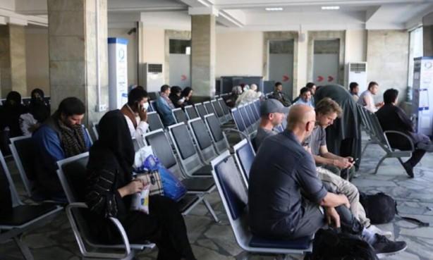 Foto - Kadınların, kontrol noktalarında, sınır polisi birliklerinde, teknik ve hizmet işlerinde çalıştığı görüldü.Havaalanı Başkanı Mevlevi Abdulhadi Hamedan AA muhabirine yaptığı açıklamada, İslami hicab kuralları çerçevesinde kadınların çalışabileceğini söyleyerek, tüm eski kadın çalışanları işe çağırdı.