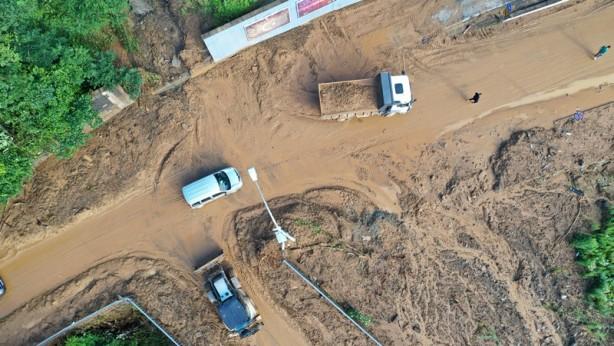 Foto - Sadece merkezde 10, belediyenin 10 aracı ve hastanenin bodrumu dolmuş.